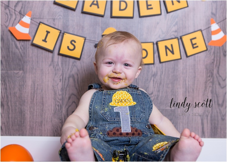 lindy-scott-lifestyle-family-child-indiana-photographer-mooresville-cake-smash-caden-2016_0009.jpg